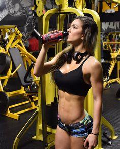 The only way to get things is WORKING EVERYDAY TO GET THEMWhen I have busy days like today this is how I get started  5am Morning workout  @1upnutrition L-Carnitine  let's use that fat as ENERGY!!!  . . La unica forma de conseguir lo que quieres es TRABAJANDO TODOS LOS DIAS POR TUS METAS No hay mejor forma de empezar el dia!!! Mi L-Carnitina de #1upnutrition para usar la grasa como energia  Piernas y abs  . .  Transformation Program  AnllelaSagra.Net . . by anllela_sagra