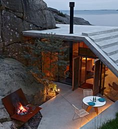 There's a house by the seaside in Norway - on the rocks. Nestled among the boulders of Sandefjord, on Norway's south-east coast, Cabin Knapphullet by Lund Hagem was created as...