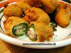Jalapeños poppers (beignets de piments au fromage) - Try These 8 Traditional Mexican Dishes Beignets, Appetizers For Party, Appetizer Recipes, Buffet Party, Traditional Mexican Dishes, Chili Relleno, Stuffed Jalapeno Peppers, Jalapeno Poppers, Game Day Food