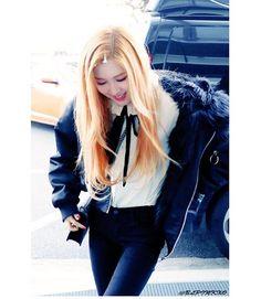 Rosé filming for MBC's radio star Cr: BLPINKXO - - - #kpop #yg #ygentertainment #ygfamily #kimjisoo #jisoo #jennie #blackpink #lisa #rosè #블랙핑크 #지수 #제니 #리사 #로제