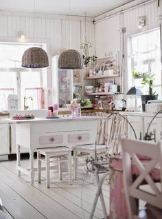 Vicky's Home: Romántica casa de madera / Romantic wooden house