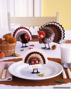 cute-turkey-thanksgiving-center-piece-easy-craft-pom-poms-name-place-holder-table-decor-idea-inspiration.jpg (360×450)