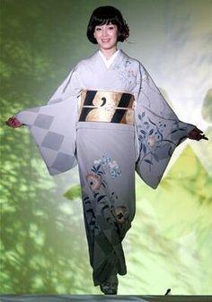 宮沢りえ Japanese Costume, Japanese Kimono, Kimono Pattern, Japanese Textiles, Japanese Beauty, Yukata, Ao Dai, Kimono Fashion, Fabric Art