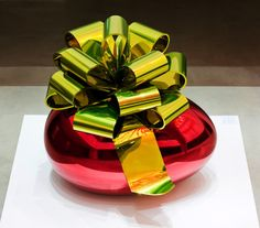 Smooth Egg with Bow (Red/Gold) (2009)