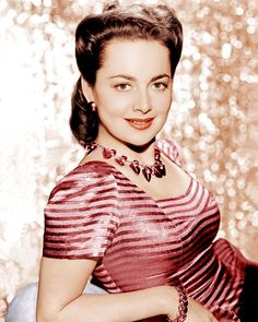 Olivia de Havilland - Olivia Mary de Havilland (born 1 July is a British American actress known for her early ingenue roles, as well as her later more substantial roles. Born in Tokyo, Japan to British parents, de Havilland and her younger actr Hollywood Icons, Golden Age Of Hollywood, Vintage Hollywood, Hollywood Glamour, Hollywood Stars, Hollywood Actresses, Classic Hollywood, Actors & Actresses, Classic Actresses