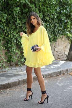 trendy_taste-look-outfit-street_style-ootd-blogger-blog-fashion_spain-moda_españa-yellow_dress-vestido_amarillo-boda-wedding-evento-clutch_pedreria-mas34-sandalias_azules-blue_sandals-8