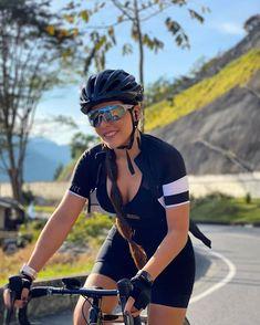 Road Bike Women, Bicycle Women, Bicycle Girl, Bmx Girl, Biker Girl, Female Cyclist, Women's Cycling Jersey, Cycling Girls, Bike Style