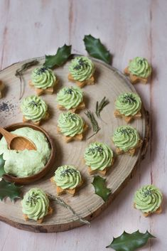 Parmesan and avocado whipped cream stars – Christmas photography aperitif Vegetarian Appetizers, Christmas Appetizers, Appetizers For Party, Appetizer Ideas, Vegetarian Food, Avocado Dessert, Apple Spice Cake, Pumpkin Spice Cupcakes, Sugar Donut