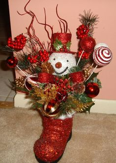 Top 40 Decoration Ideas With Santa Boots Christmas Celebrations Snowman Christmas Decorations, Christmas Arrangements, Mini Christmas Tree, Christmas Centerpieces, Christmas Snowman, All Things Christmas, Christmas Holidays, Christmas Wreaths, Flower Arrangements