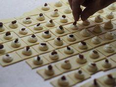 Tiramisu, Baking Recipes, Food And Drink, Cookies, Sweet, Basket, Cooking Recipes, Crack Crackers, Candy