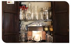 lined cabinets. armários forrados