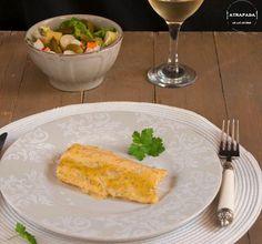 La salsa de mostaza y miel no es sólo para las alitas de pollo. Pruébala con el salmón