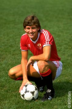 Bryan Robson of Manchester United at Old Trafford in Manchester England Mandatory Credit David Cannon /Allsport Manchester United Images, Manchester United Legends, Manchester United Players, Manchester England, Best Football Team, Football Shirts, Retro Football, Football Stuff, Adidas Football