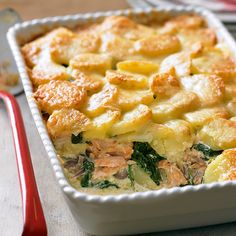 Salmon recipes 165718461276517759 - Salmon and potato bake recipe floury potatoes 1 tbsp olive oil 1 large red onion 1 tbsp plain flour 3 salmon fillets double cream grated Gruyère A few handfuls of baby spinach Source by kristinellison Fish Recipes, Seafood Recipes, Vegetarian Recipes, Cooking Recipes, Healthy Recipes, Spinach Recipes, Cooking Games, Recipies, Cheap Recipes