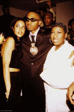 1997 Mary Blige and Lil Kim at Biggies funeral. :( | My ...