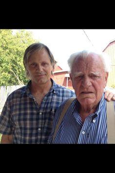 Viggo with father Peter Weir, Favorite Movie Quotes, Viggo Mortensen, Hollywood Cinema, Renaissance Men, Gary Oldman, Clint Eastwood, Father And Son, Gorgeous Men