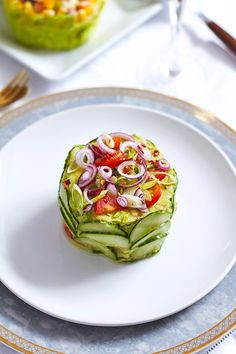 Take vegetables out of the salad bowl! Here's a trio of crisp and colorful salad cakes inspired by Japanese food stylist Mitsuki Moriyasu – They're just perfect for your next potluck buffet! Veggie Recipes, Appetizer Recipes, Salad Recipes, Cake Recipes, Cooking Recipes, Veggie Food, Cooking Tips, Appetizers, Veggie Cakes