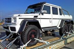 published an unusual modification of images the Mercedes the AMG , which has been transformed into a six-wheeled truck. The SUV was Mercedes Benz Classe G, Mercedes Benz Diesel, Mercedes G Wagon, Mercedes Benz G Class, Mercedes Benz Cars, Toyota Camry, Land Rover Defender, Bugatti, Mazda