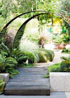 Enkla trädgårdsbågar av corten