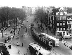 January 1, 1957. The Haarlemse tram provided between 1878 and 1957 public transportation in and around the city of Haarlem. It connected the surrounding towns Bloemendaal, Heemstede, Overveen, Schoten and also Amsterdam with Haarlem. In the photo the Haarlemse tram at the corner of Rozengracht and Prinsengracht. ANP Historisch Archief Community. #amsterdam #1957
