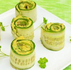 RULOURI din CASTRAVEȚI cu AVOCADO - o gustare rece pentru zilele de vară Sushi, Vegetarian Recipes, Healthy Recipes, Healthy Food, Cucumber, Zucchini, Cheesecake, Appetizers, Vegan