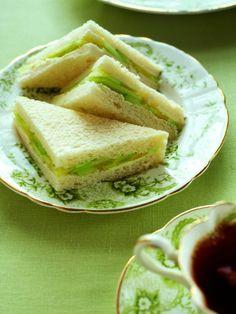 Sandwich Toast 1 slice 100% whole-grain bread. Top with 2 Tbsp hummus ...