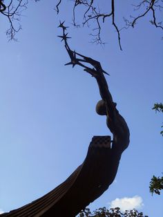 Fuente de La Vida (Tentación del hombre infinito) Autor: Rodrigo Arenas Betancourt Material: Concreto y bronce Dimensiones: 14 metros de diámetro x 14 metros de altura Año: 1971-1974. Esculturas de Colombia: septiembre 2014
