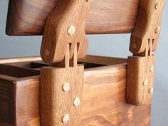 Woodworking Box, Woodworking Furniture, Wood Furniture, Woodworking Projects, Wood Carving Designs, Wood Carving Patterns, Diy Wood Projects, Wood Crafts, Wood Box Design