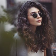 Totally Chic and Beautiful Curly Hairstyles Total schicke und schöne lockige Frisuren Frisuren & Frisuren 2016 – 2017 Hairstyles Haircuts, Trendy Hairstyles, Braided Hairstyles, Glasses Hairstyles, Newest Hairstyles, Medium Curly Haircuts, Long Haircuts, Layered Haircuts, Wedding Hairstyles
