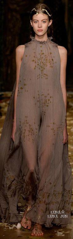 //Valentino Spring 2016  #fashion #womenswear #couture