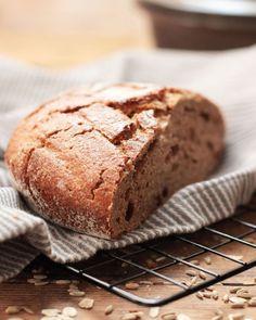 @Foodrevers posted to Instagram: Na bitte... es wird doch! Schon gar nicht mehr so schlimm, wie das erste Sauerteig Brot 😅  Und wartet mal das nächste Bild ab! Inzwischen backe ich nämlich alle paar Tage und es wird immer besser!  Durch den 100% Vollkornanteil, ist es natürlich sehr schwer und geht langsamer auf, als helle Mehle, aber dafür ist es mega lecker und deutlich gesünder als weißes Mehl.  Ich habe mich jetzt auf Dinkel und Roggen eingeschossen. Welches sind eure liebsten Mi Vegan, Banana Bread, Clean Eating, Desserts, Food, Healthy Foods, Food Food, Healthy Apple Cake, Spreads