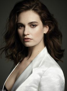 Lily James Poses in Elegant Styles for DuJour Magazine Actress Lily James, Pictures Of Lily, British Actresses, Lily Collins, Madame, Hair Inspiration, Portrait Photography, Editorial Photography, Short Hair Styles
