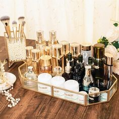 Genius makeup organization ideas for bathrooms, bedroom, small spaces, vanity and more. DIY makeup organization, dollar store ideas and the best makeup storage solutions for small spaces. Organizer Makeup, Makeup Storage, Makeup Organization, Perfume Organization, Perfume Storage, Perfume Tray, Perfume Display, Dresser Top Organization, Makeup Drawer