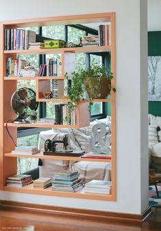 Vintage Regal, Bücher, Ventilator, Zimmerpflanze, Nähmaschine, Einrichtungsideen fürs Wohnzimmer