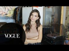 Emily Ratajkowski invites us into her artsy L.A. loft for a game of chess, a record-listening party, and an impromptu drawing session. The model and actress ...