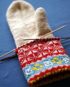 Latvian mittens from Upitis' book - handschuhe sitricken Crochet Mittens, Mittens Pattern, Knitted Gloves, Knit Crochet, Fingerless Mittens, Crochet Granny, Knitting Needles, Knitting Yarn, Hand Knitting
