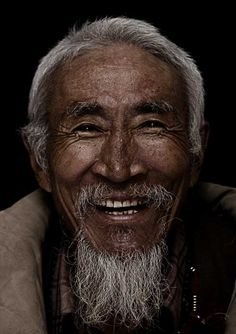 Man portrait Diaspora Smile, Anniversary of Tibetan in Exi by Bhanuwat Jittivuthikarn Just Smile, Happy Smile, Smile Face, Smiling People, Happy People, Smiling Faces, Beautiful Smile, Beautiful People, Old Faces
