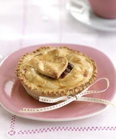 Kersentaartje vol liefde http://njam.tv/recepten/kersentaartje-vol-liefde