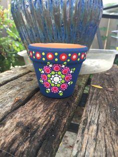 Dot Painting Tools, Glass Painting Designs, Dot Art Painting, Mandala Painting, Diy Painting, Paint Garden Pots, Painted Plant Pots, Painted Flower Pots, Flower Pot Crafts