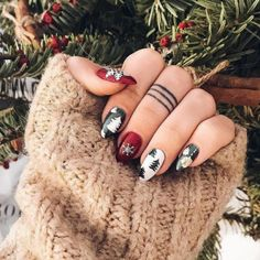 If you are getting ready for the holidays by painting a winter wonderland on your nails, these Cutest Christmas Nail Art DIY Ideas will surely give you a cheerful Christmas season this year. Cute Christmas Nails, Xmas Nails, Christmas Nail Art Designs, New Year's Nails, Holiday Nails, Halloween Nails, Nail Art Hacks, Nail Art Diy, Easy Nail Art