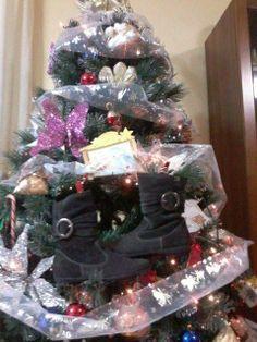 Stivaletti in camoscio EB sull'albero di Lucrezia. Vai coi MI PIACE!!!Auguri #ebchristmas