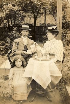 +~+~ Antique Photograph ~+~+  Edwardian picnic in the garden ca.1890