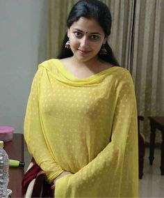 One Stop Portal For Trending Updates Indian Natural Beauty, Indian Beauty Saree, Indian Actress Hot Pics, Most Beautiful Indian Actress, Actress Photos, Indian Actresses, Beauty Full Girl, Beauty Women, Women's Beauty