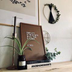 Habt ihr auch so ein Pegboard wie LaurieMarri? Zeigt es uns in der COUCH Community!  Entdecke noch mehr Wohnideen auf COUCH #wohnen #einrichtungsideen #einrichten #interior #COUCHstyle #pegboard #dekoration #letterboard #kommode #pflanzen Couch, Inspiration, Pattern, Dresser, Creative Ideas, Homemade, Plants, Flowers, Decorations