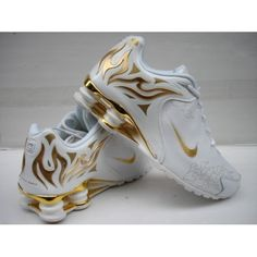 love these gold flamed Nike Shox Nike Free Shoes, Running Shoes Nike, Running Sneakers, Nike Shox For Women, Nike Women, Cute Shoes, Me Too Shoes, Awesome Shoes, Pretty Shoes