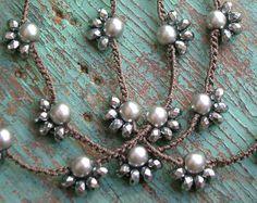 Los capa en!! Delicada, boho chic crochet collares con cuentas de plata fina (95-99% de plata pura) y encantos de mezclar y combinar con otros collares de 3ds y sus cadenas favoritas, o usar solo...  Este listado está para un collar. 17 1/2 a 18 pulgadas de largo.  Me avisan que encanto y piedra preciosa collar le gustaría... ambos están hechos de plata fina!  -Encanto (aprox. 1 1/4 pulgadas de largo) con azul iolita Facetada cuelgan de la Cruz -Encanto (aprox. 1 pulgada incluyendo lazo) del…
