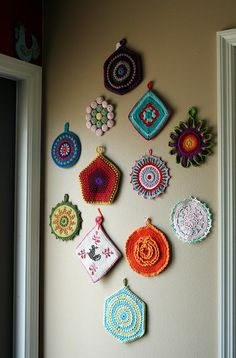 Inspiration for multi coloured pattern crochet wall hangings for folk,gypsy,mexican,granny chic home,caravan or little shed of calm Crochet Kitchen, Crochet Home, Love Crochet, Vintage Crochet, Crochet Crafts, Crochet Projects, Vintage Potholders, Crochet Potholders, Crochet Wall Art