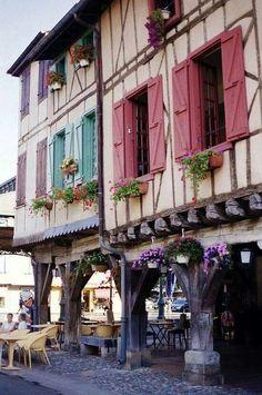 Het middeleeuwse stadje Mirepoix, Ariège, Midi-Pyrénées, Frankrijk