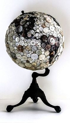 Black and white buttons glued to globe. Stand is painted black. Dishfunctional Designs: Global Recycling: Old Globes Upcycle. Diy Buttons, Vintage Buttons, Fun Crafts, Diy And Crafts, Arts And Crafts, Upcycled Crafts, Recycled Decor, Beach Crafts, Rock Crafts