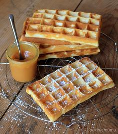 crispy waffle recipe with a sauce of .- crispy waffle recipe with caramel and salted butter sauce - Caramel Recipes, Waffle Recipes, Meat Recipes, Snack Recipes, Cooking Recipes, Snacks, Crispy Waffle, Crepes And Waffles, Cooking Chef